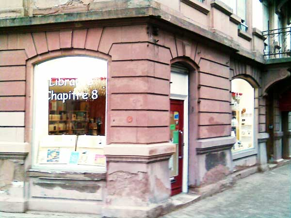 La librairie Chapitre 8 au coin de la rue de Verdun et de la rue Sleidan
